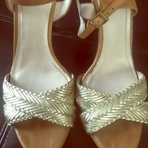 Vince Camuto metallic Gold and brown shoes